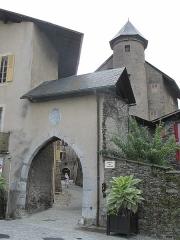 Maison à tourelles - English: The Porte de Savoie (Savoy's Gate) in Conflans (Savoie), France.