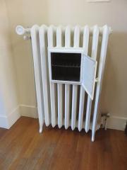 Petit Palais de Conflans - Français:   Musée d\'art et d\'histoire de Conflans: radiateur chauffe plat en fonte de chauffage central du XIXe XXe siècle d\'Alberville