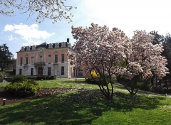 Château de Buisson Rond - English: Sight, at spring, of the parc de Buisson-Rond park and the château de Buisson-Rond castle, in Chambéry, Savoie, France.