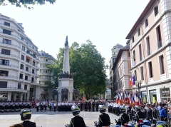 Fontaine des Eléphants - English: Sight of the Bastille Day military ceremony, on the place des éléphants place of Chambéry, in Savoie, France.