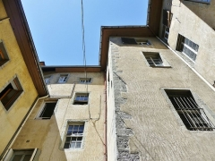 Hôtel de Montjoie - English: Sight of the façades of the former Hôtel de Montjoie building, giving on its inner courtyard, in the historical center of Chambéry, in Savoie, France.