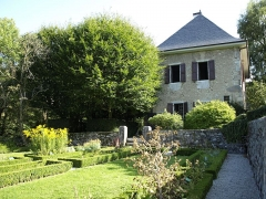 Maison des Charmettes - English: Garden of Les Charmettes building and museum of Chambéry (Savoie, France), where lived a couple of years the philosopher Jean-Jacques Rousseau in the 18th century.