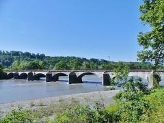 Pont Morens (également sur commune de Montmélian) - English:   Sight, in the morning, of the northern side of the Pont Morens bridge, crossing the river Isère to reach the town of Montmélian, in Savoie, France.