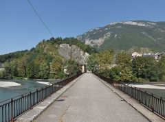 Pont Morens (également sur commune de Montmélian) - English: Sight of the Pont Morens bridge crossing the river Isère, between La Chavanne (behind) and Montmélian (background), in Savoie, France.