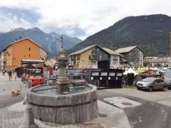 Fontaine en granit - English: Sight of the Village Départ near the Tour de France 2015 20th stage start line, in Modane, Savoie.