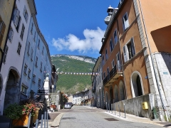 Mairie - English: Sight of the historical center of Montmélian, with visible on the right the former city hall called Hôtel Nicolle de La Place, in Savoie, France.