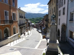Mairie - English: Sight of Rue François Dumas street, crossing the old town of Montmélian, in the direction of the Isère river, in Savoie, France.