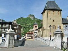 Evêché de Tarentaise - English: Sight of the Vieux-Pont (old bridge) crossing the river Isère the French city of Moûtiers in Savoie.