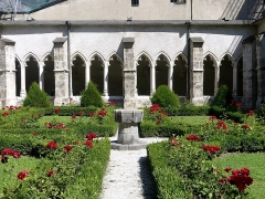 Cloître - English: Sight of the cloister of Saint-Jean-de-Maurienne cathedral, in Savoie, France.