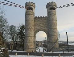 Pont suspendu de la Caille (également sur commune de Cruseilles) - Deutsch: Pont de la Caille, auch Pont Charles-Albert. Aufgenommen zwischen Cruseilles und Allonzier-la-Caille, Savoie, Frankreich.