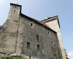 Château - Annecy, ville et préfecture du département de la Haute-Savoie (région Rhône-Alpes, France). Château: le logis et la tour Perrière.