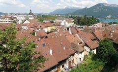 Eglise Saint-Maurice - Français:   Annecy, ville et préfecture du département de la Haute-Savoie (région Rhône-Alpes, France). Vue générale de la vieille ville, depuis l'esplanade du château.