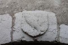 Fontaine Quiberet - Français:   Armes de la ville d\'Annecy (inscirption 1646) au-dessus de la fontaine Quiberet (rue Sainte-Claire)
