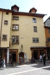 Magasin - Français:   Maison, 35 rue Sainte-Claire, Annecy.