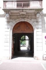 Palais épiscopal - Français:   Entrée du conservatoire à rayonnement régional d\'Annecy