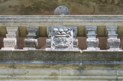 Château - Français:   Détail du balcon depuis l\'entrée du château de Clermont (Haute-Savoie).
