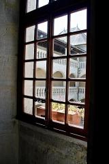 Château - Français:   Fenêtre du château de Clermont (Haute-Savoie).