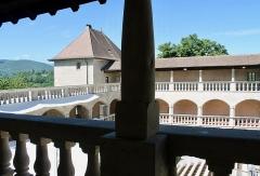 Château - Français:   Galeries intérieures et cour du château de Clermont.