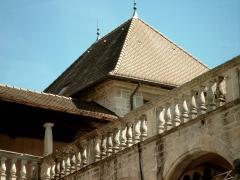 Château - Français:   vue depuis la cour du chateau de Clermont-en-Genevois