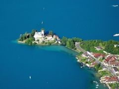 Domaine de Châteauvieux - English: Chateau de Duingt (or Ruphy)in Lake Annecy from the air (paraglider)