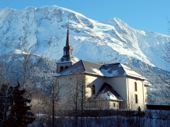 Eglise Saint-Nicolas-de-Véroce -  L'église de Saint-Nicolas-de-Véroce (Saint-Gervais-les-Bains, Haute-Savoie). Vue du chevet en hiver.