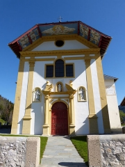 Eglise Saint-Nicolas-de-Véroce - Façade avant de l'église Saint-Nicolas-de-Véroce située à Saint-Gervais-les-Bains, Haute-Savoie, France.