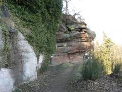 Site du Mont-Saint-Michel -  Mt St Michel grotte aux fées vue de l'extérieur(bas-rhin)