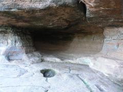 Site du Mont-Saint-Michel -  Mt St Michel, la grotte aux fées vue de l'interieur(bas_rhin).