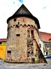 Ancienne enceinte fortifiée urbaine - Français:   Autre vue de la tour des bourgeois, à Ammerschwihr. Haut-Rhin