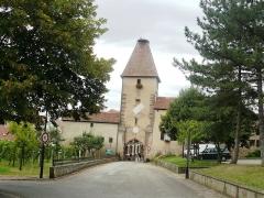 Ancienne enceinte fortifiée urbaine - Français:   Porte haute ou tour des cigognes
