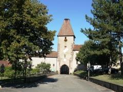Ancienne enceinte fortifiée urbaine - Français:   La porte haute ou Tour des cigognes (1535)