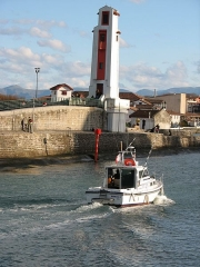 Feu aval d'alignement du port -  Pecheur Entrant Au Port ( Merou II )
