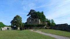 Ancien château - Esperanto: Kastelo de Moulins-Engilbert