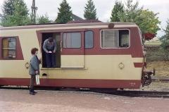 Ligne à voie ferrée métrique le Blanc-Argent (ou B.A.) sur le tronçon Luçay-le-Malé-Argy - Français:   Arrêt en gare de Valençay pour l\'autorail Verney X211 du chemin de fer du Blanc-Argent, le 14 octobre 1989.