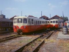 Ligne à voie ferrée métrique le Blanc-Argent (ou B.A.) sur le tronçon Luçay-le-Malé-Argy - Français:   Des autorails Verney du chemin de fer du Blanc-Argent stationnent au dépôt de Romorantin le 18 juillet 1976.