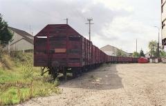 Ligne à voie ferrée métrique le Blanc-Argent (ou B.A.) sur le tronçon Luçay-le-Malé-Argy - Français:   Un alignement de wagons tombereaux en gare de Valençay le 14 ocotbre 1989.