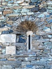 Eglise Santa Reparata - Corsu: Merusaglia, Rustinu (Corsica) - Chjesa Santa Riparata di Merusaglia, lucernaghju di l'abside per dà lume in l'altare magiore