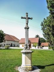 Croix de cimetière - Français:   Croix d\'église de Bouverans. Face est. Doubs