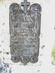 Croix de cimetière - Français:   Inscription sur le piédestal de la croix d\'église de Bouverans. Doubs