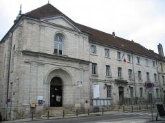 Ancien couvent des Ursulines, actuel Hôtel de Ville et tribunal -  Hotel de ville et syndicat d'initiative - Arbois - Jura - France