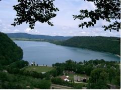 Villages palafittes du lac de Chalain -  lac de Chalain depuis Fontenu -Jura France