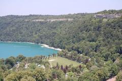 Villages palafittes du lac de Chalain - English: The Lac de Chalain in the Jura landscape, France.