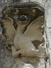 Eglise Saint-Léger - English: Saint-Léger-de-Rôtes (Eure, Fr) portail de l'église St.Léger (MH), detail sculpture à droite
