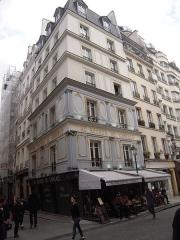Ancien restaurant Le Rocher de Cancale -  Le Rocher de Cancale est un restaurant parisien, qui a connu un grand succès au XIXe siècle. À cette époque, c'est par excellence le restaurant des soupers après le théâtre ou l'opéra.