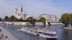 Mémorial des martyrs de la Déportation - L'Île de la Cité avel la cathédrale Notre-Dame, depuis le pont de la Tournelle