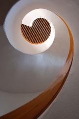 Bibliothèque pour enfants - Français:   Escalier en colimaçon, vue d\'en bas