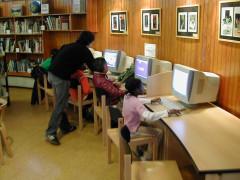 Bibliothèque pour enfants - Français:   Espace informatique, grande salle
