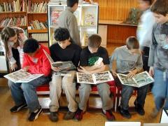 Bibliothèque pour enfants - Français:   Lecteurs de bédés, grande salle
