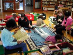 Bibliothèque pour enfants - Français:   Petits lecteurs, salle moyenne