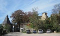 Palais épiscopal - English: Overlooking the town of Saint-Lizier (Ariège, France), the Episcopal Palace. View of main entrance.